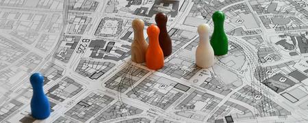 Spielfiguren auf einem Stadtplan  - Link auf: Ein Kompass für die Stadt: Die Bochum-Strategie