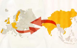 Weltkarte mit Pfeilen in gegensätzliche Richtungen.