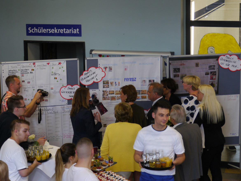 Foto: Ministerin in der Teilnehmergruppe