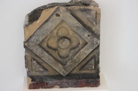 verziertes Bruchstück der Bonner Synagoge