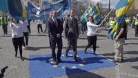 - Link auf Detailseite zu: Im Feind vereint - Europas rechtsextreme Internationale