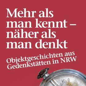 Das Bild zeigt den Text Titel der Ausstellung und eine Taschenuhr.