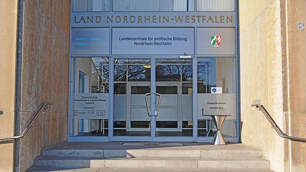 Eingang der Landeszentrale für politische Bildung NRW