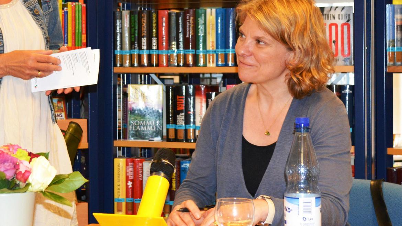 Katja Thimm signiert Bücher