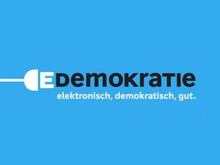 Banner mit dem Titel: Demokratie, elektronisch, demokratisch, gut