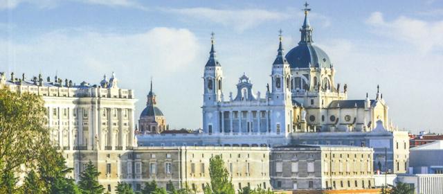 Madrid: Landschaft von Santa Maria La Real De La Almudena Kathedrale und dem königlichen Palast